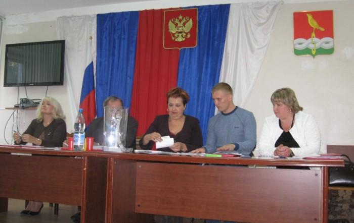 На фото vgadalov.livejournal.com Е.Андреева крайняя справа
