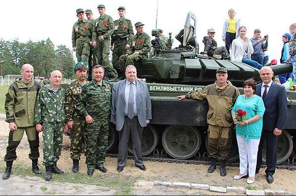 Фото со страницы Боевого братства в Одноклассниках. Малышев - третий слева